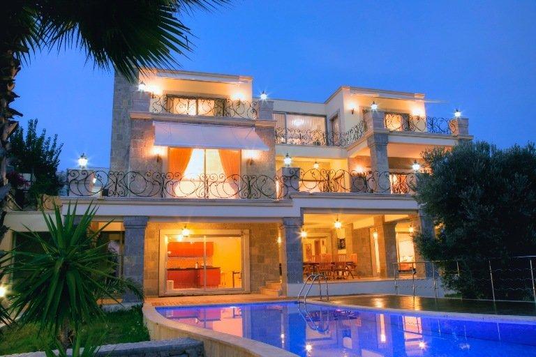 Large Contemporary Yalikavak Villa – Marina Views