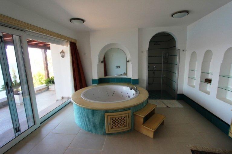 1048-36-Luxury-sea-front-villa-for-sale-Gundogan