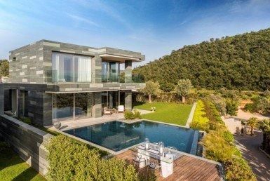 Private pool modern villa for sale