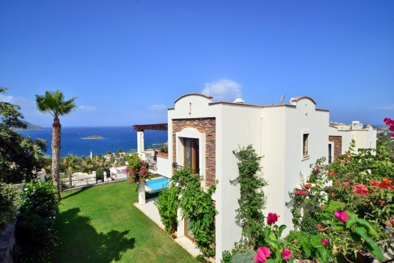 Amazing Sea View Detached Villa with a Pool