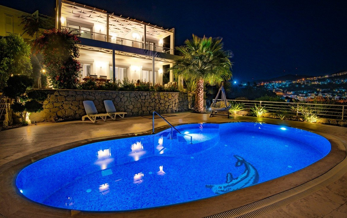 Home for sale with sea view in Yalikavak