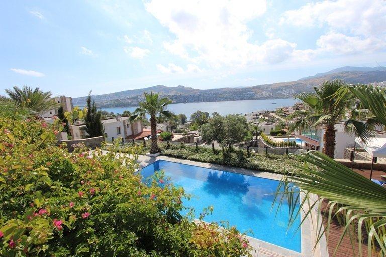 Luxury Villa On A Large Plot