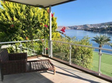 01 Sea front apartment for sale 2176